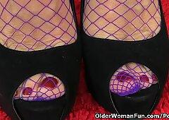british grannie Savana still likes toying her old pussy