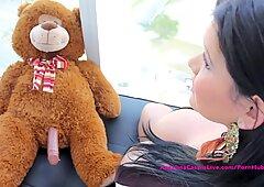 胖子大奶美女安吉丽娜卡斯特罗与泰迪熊?