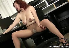 Sultry milf Andi James from Florida rubs her clit in nylons