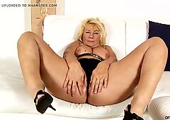 plus-size granny frolicking her mature gash