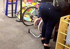 Damn Mami's Ass!!!